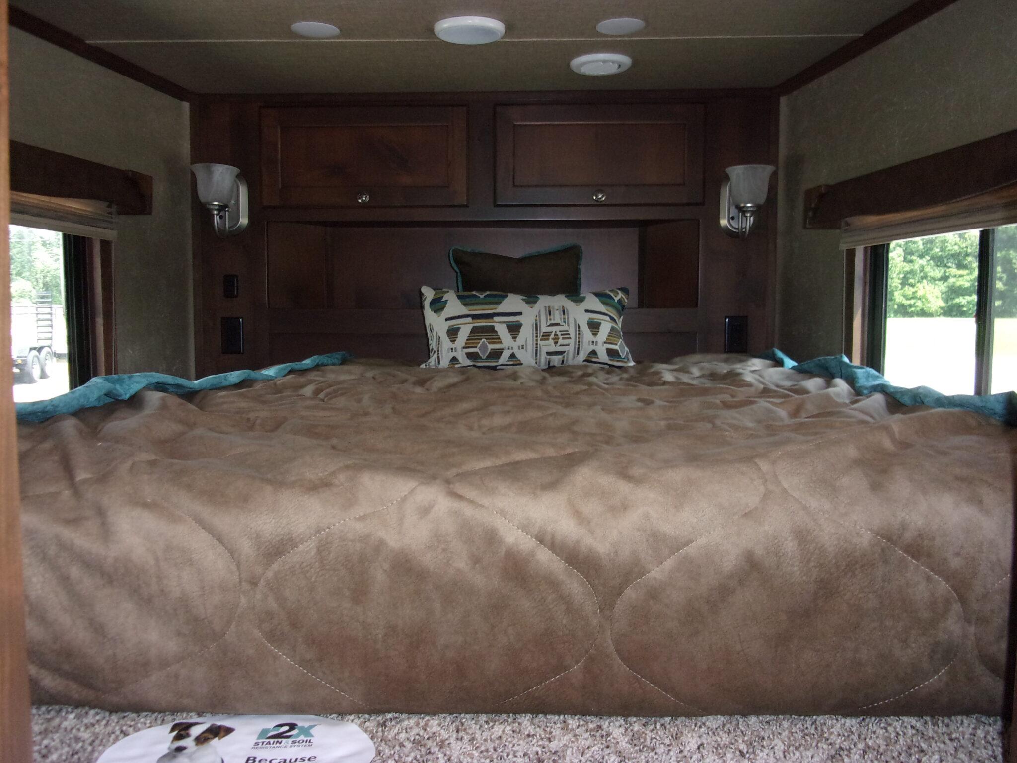 Merhow queen bed